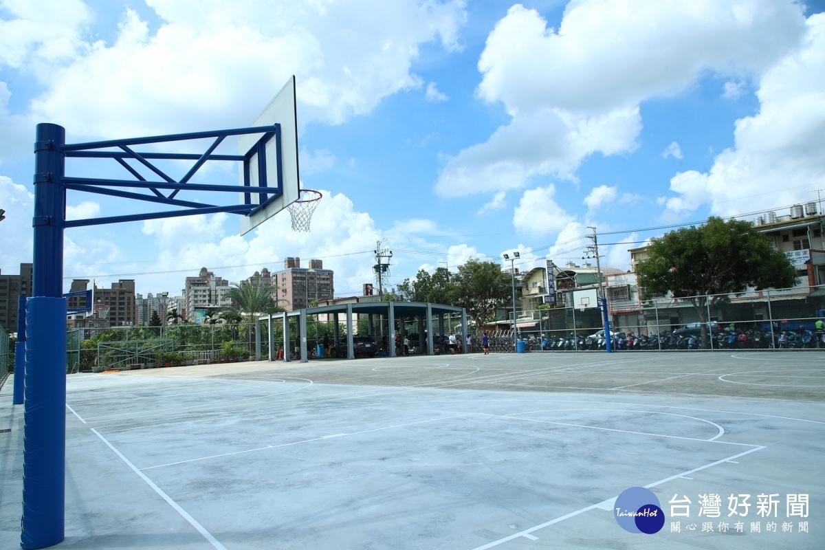 努力4年讓「半場」變「全場」 台中南屯寶山里籃球場啟用