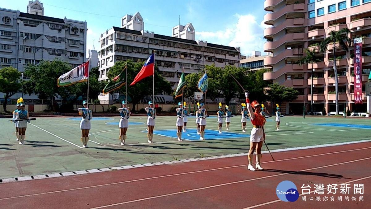 台中雙十國慶 台中女中樂儀隊將迎旗演出