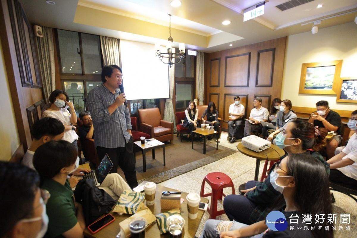 林右昌與青年朋友座談 暢談城市治理