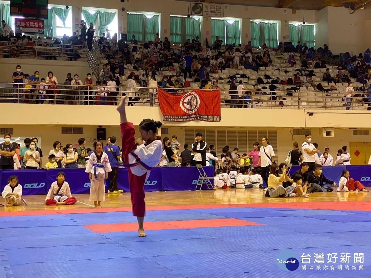 中市運動賽事周末不間斷 游泳、跆拳各路好手同場競技