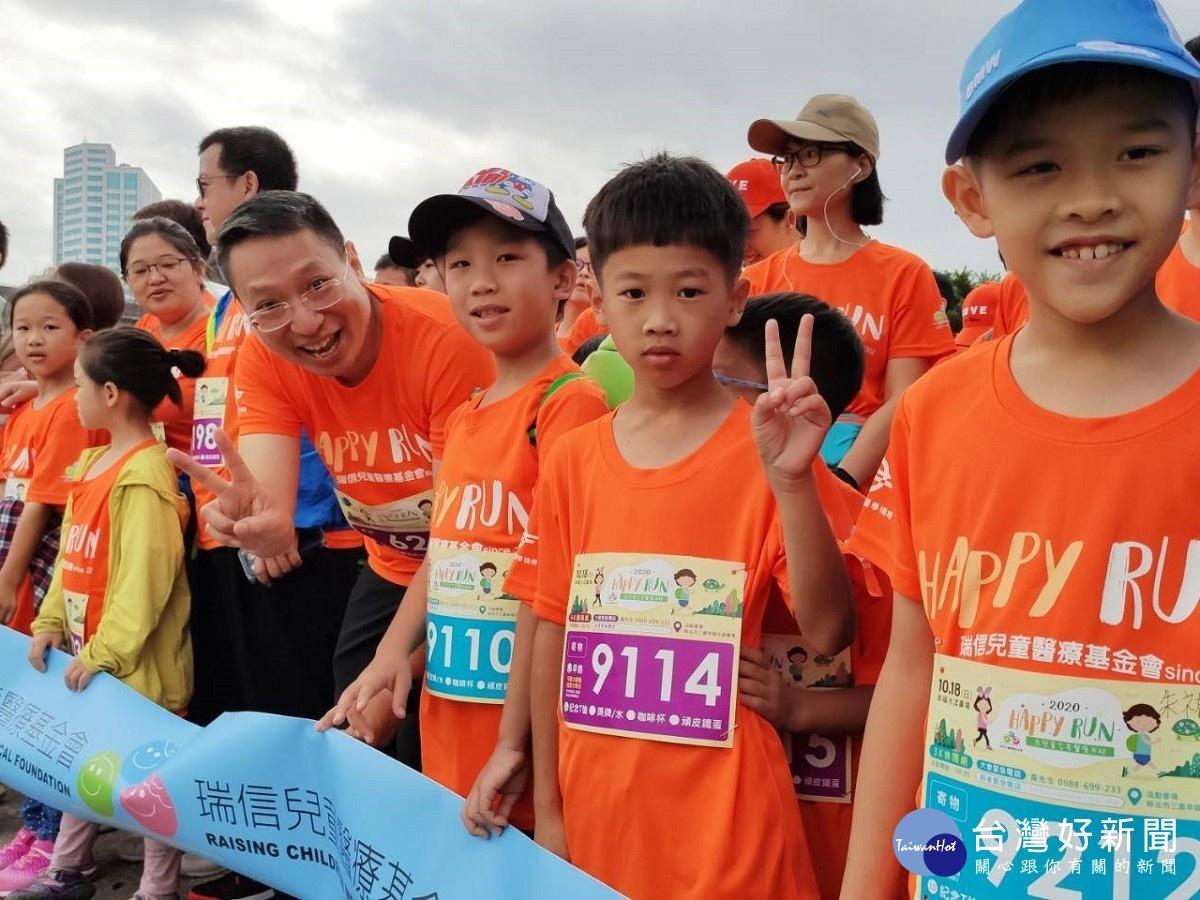 親子及醫護人員一起來 為兒童友善醫療而跑