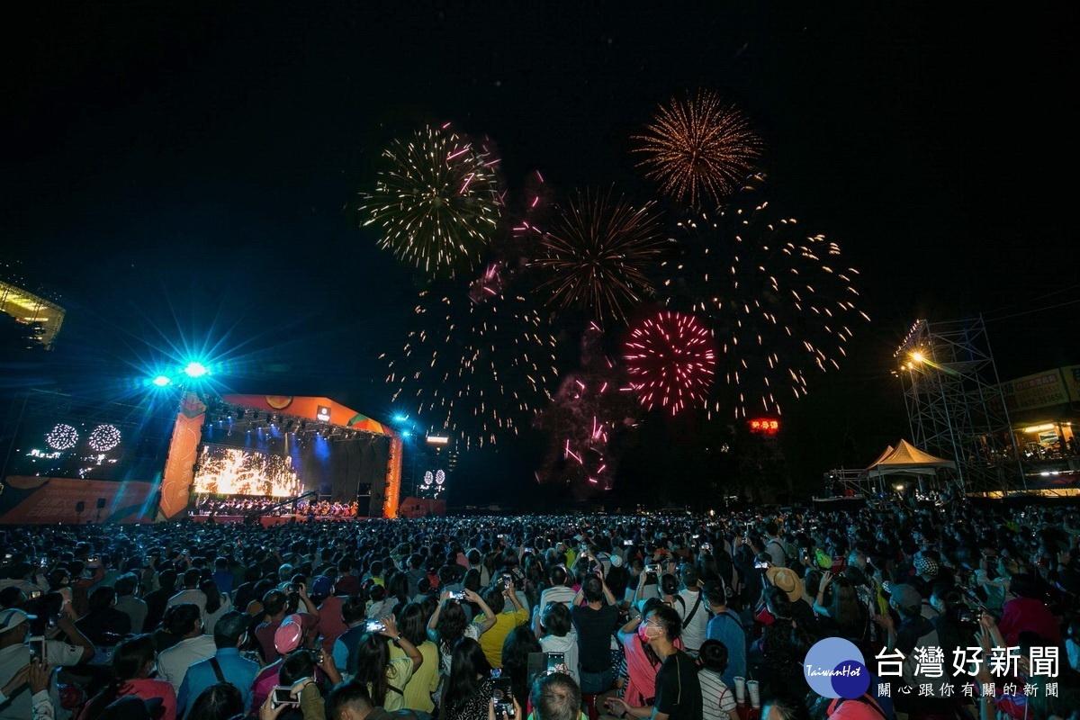 日月潭花火音樂會 逾3萬人欣賞480秒湖畔煙火秀