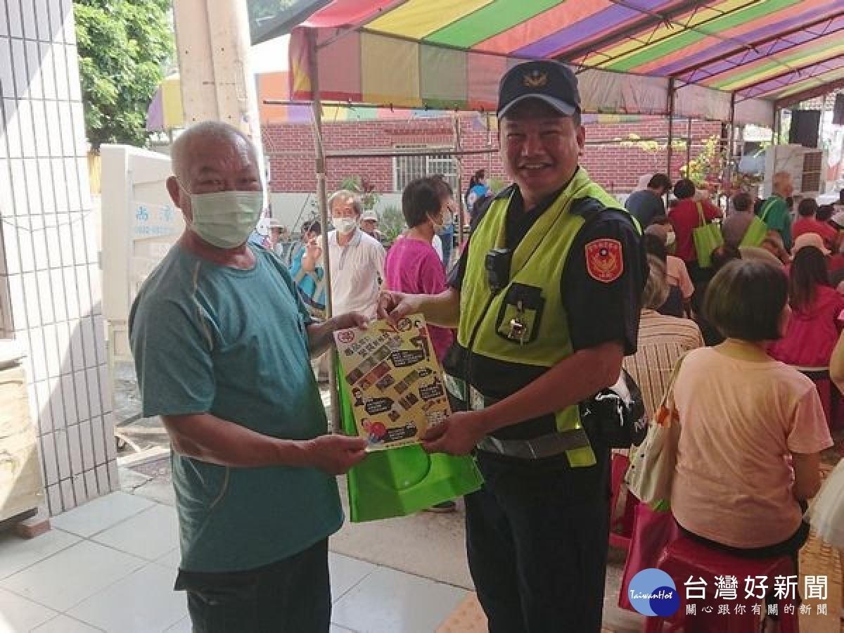 林南社區重陽敬老 林內警方交安反詐宣導