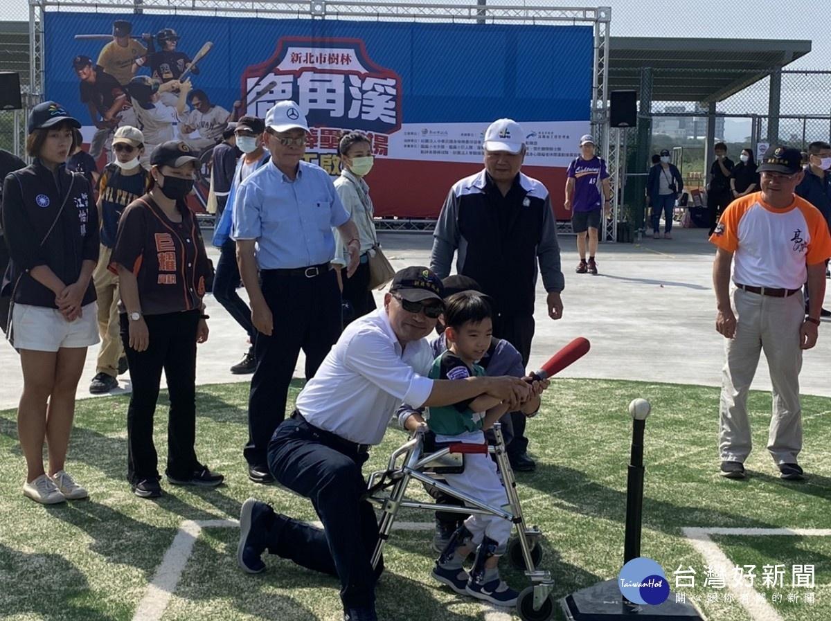 全國首座 鹿角溪身障棒壘球場正式啟用
