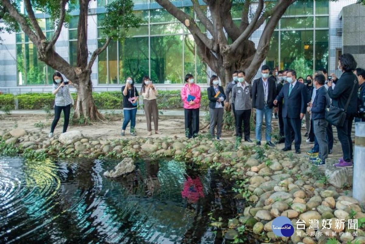 參訪明基材料公司 鄭文燦鼓勵廠商觀摩落實工業節水政策