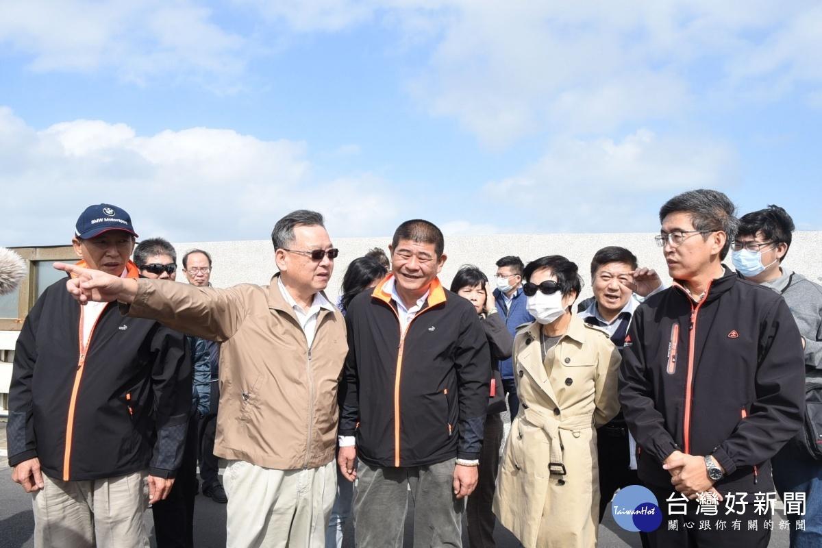 澎湖縣府會考察成功橋側風 賴峰偉:將增建機車道改善