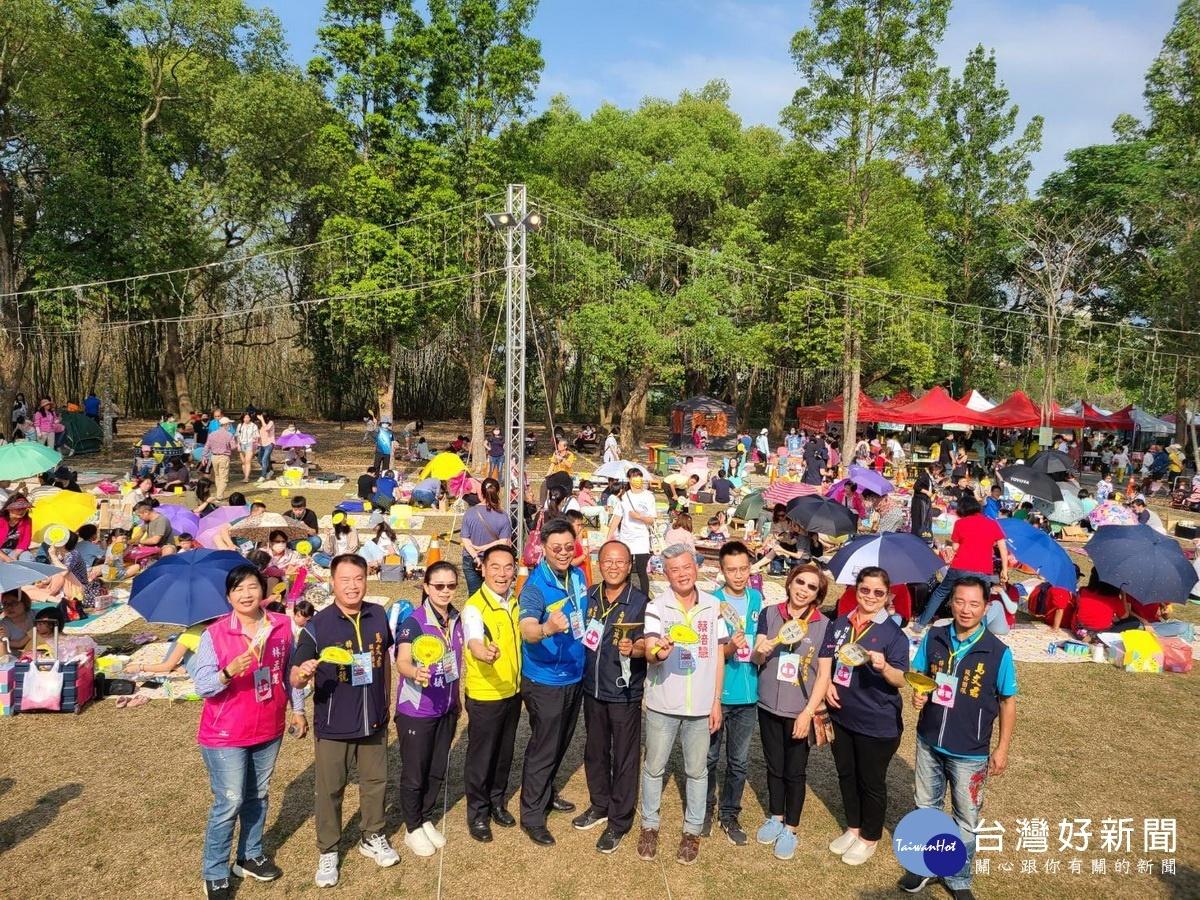 竹山野餐趣星光農樂會 600民眾音樂泡泡超級嗨