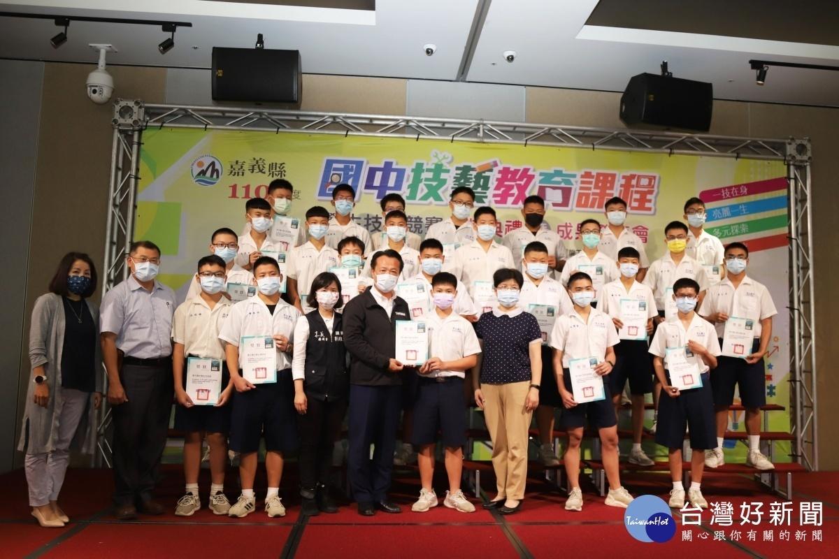 嘉縣國中技藝競賽頒獎 翁章梁鼓勵學生精進及創新