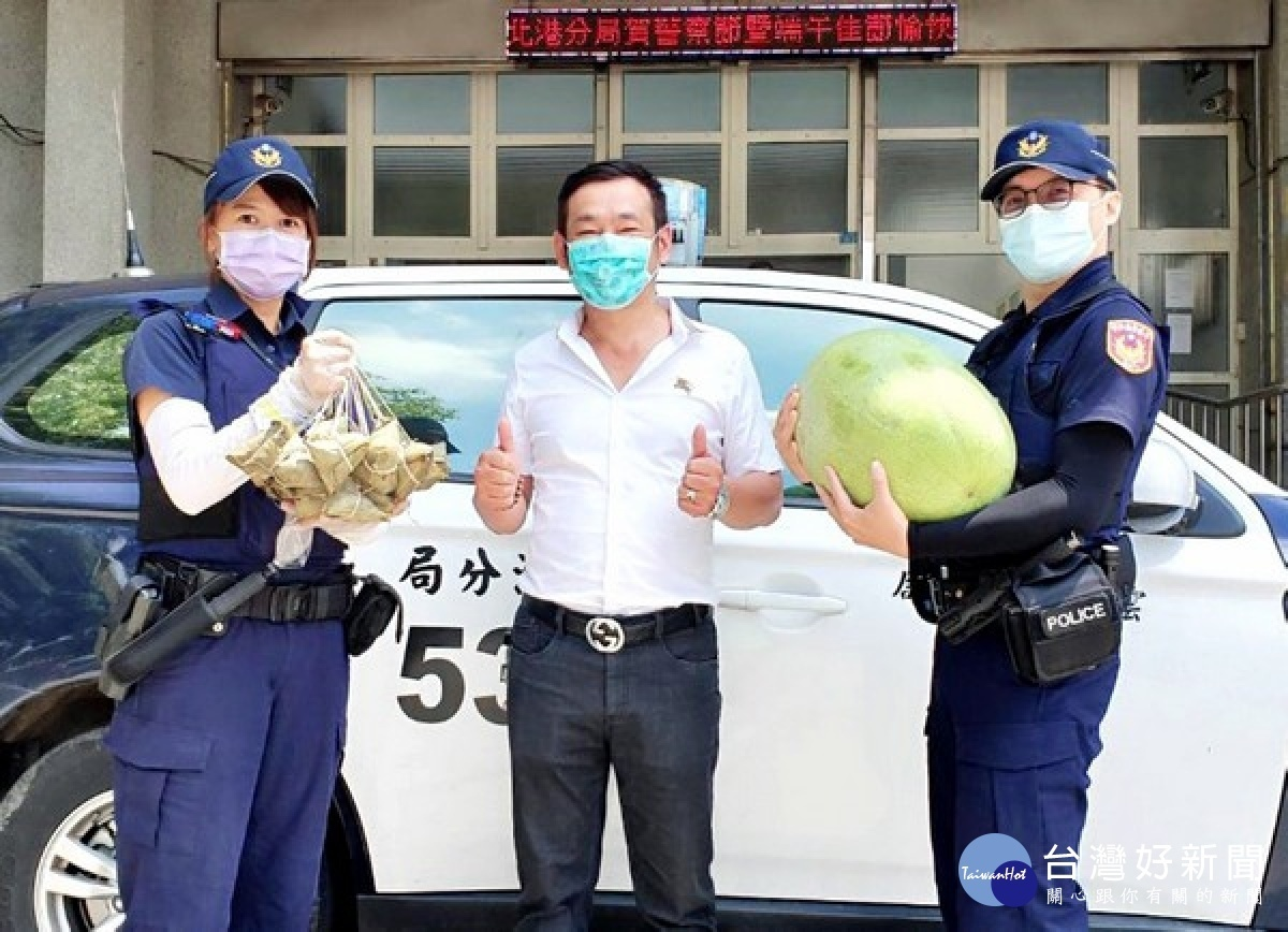 慰勉員警防疫辛勞 北港警友會肉粽雞精打氣