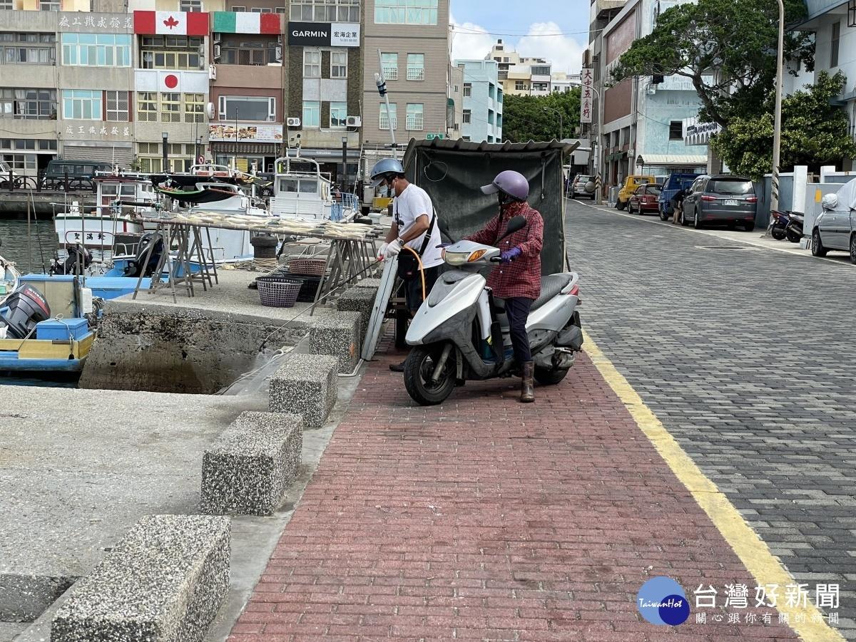 守護漁工健康 澎縣強化漁港消毒防疫
