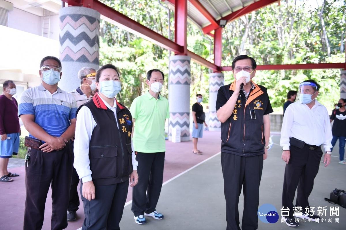嚴防疫情蔓延 徐榛蔚視察新城鄉新設快篩站