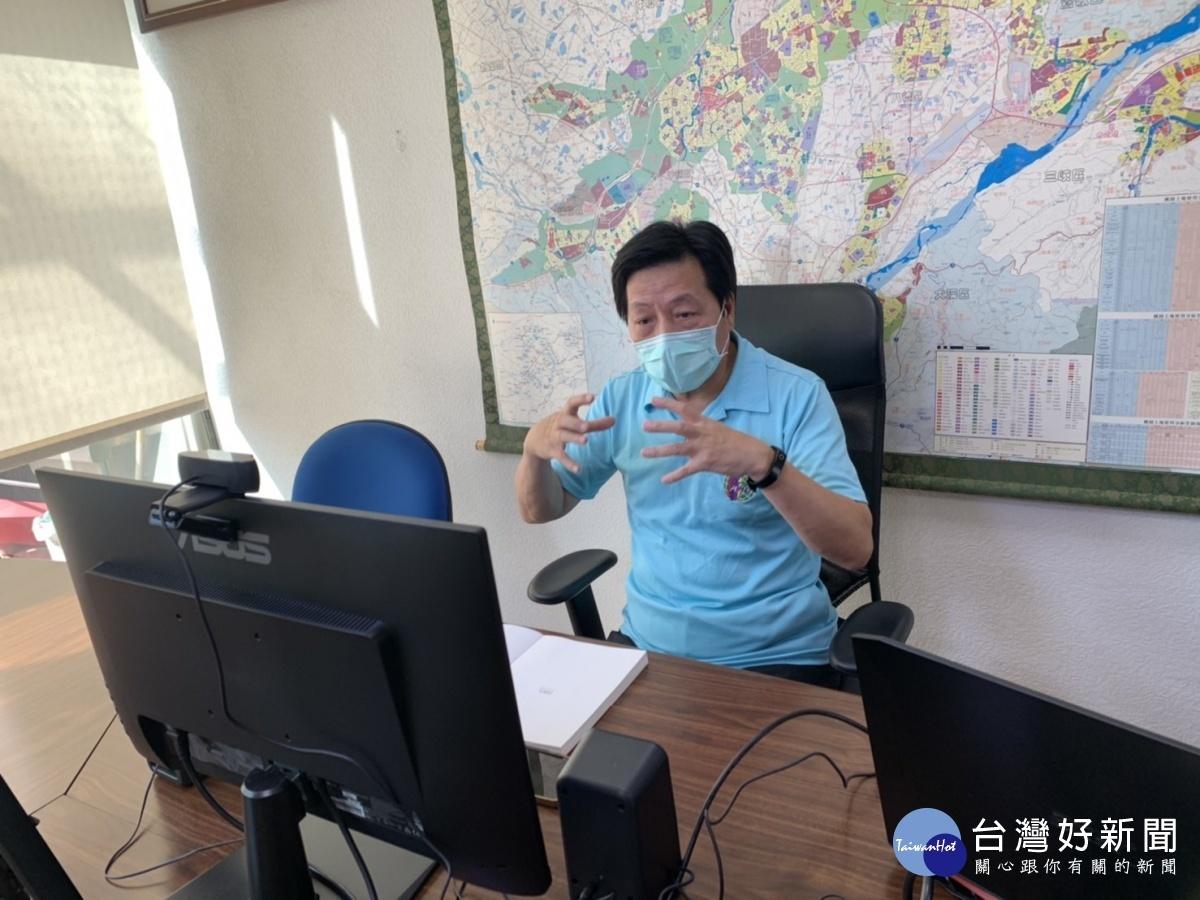 疫情期間鄭寶清啟動「空中服務站」 快速解決民眾困難