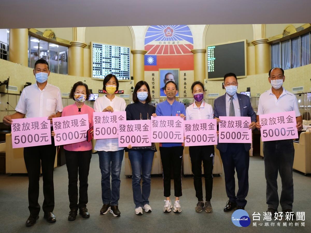 台南藍軍要求普發五千元現金紓困 勿再要求民眾出錢買三倍券