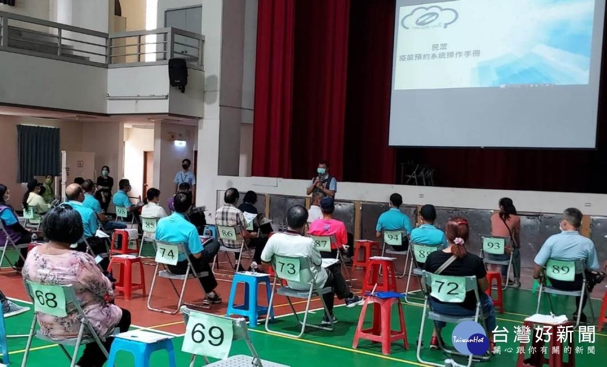楊梅區公所結合里辦公處為民服務 疫苗預約免煩惱