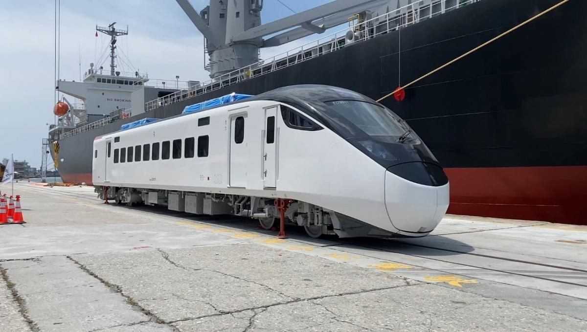 台鐵新購EMU3000列車抵台 預定明年春節前5列疏運東部幹線