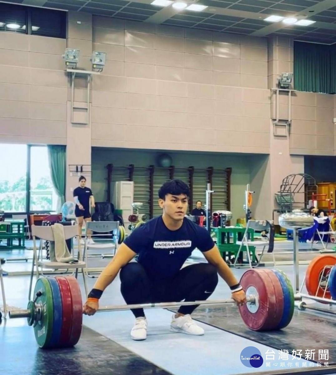 破全國紀錄! 陳柏任東奧舉重奪第五