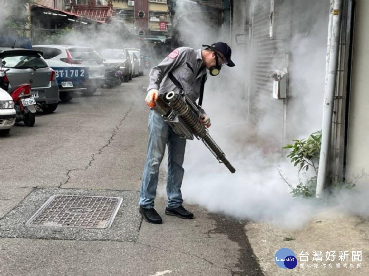 桃園登革熱大消毒 一起清除積水容器