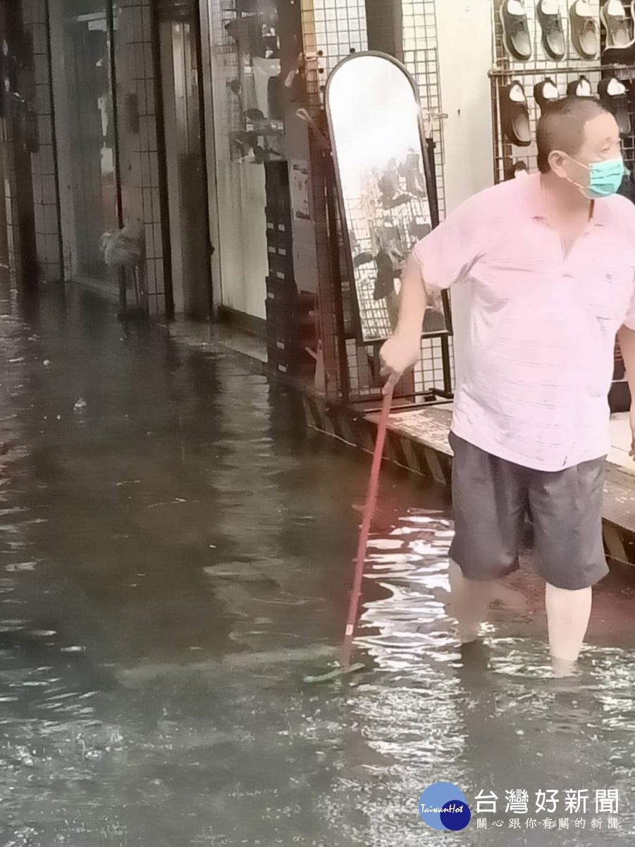 台南沙卡里巴市場淹水 議員籲市府盡快發放減租補貼