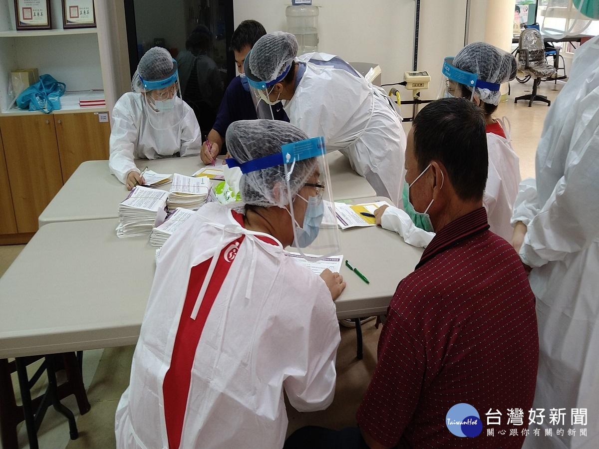 學以致用 大葉護理系生社區實習協助衛生所疫苗施打
