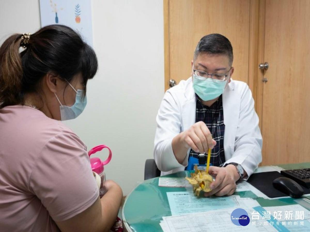 婦人腰痛煮菜成阻礙 微創側開腰椎融合手術解決困擾