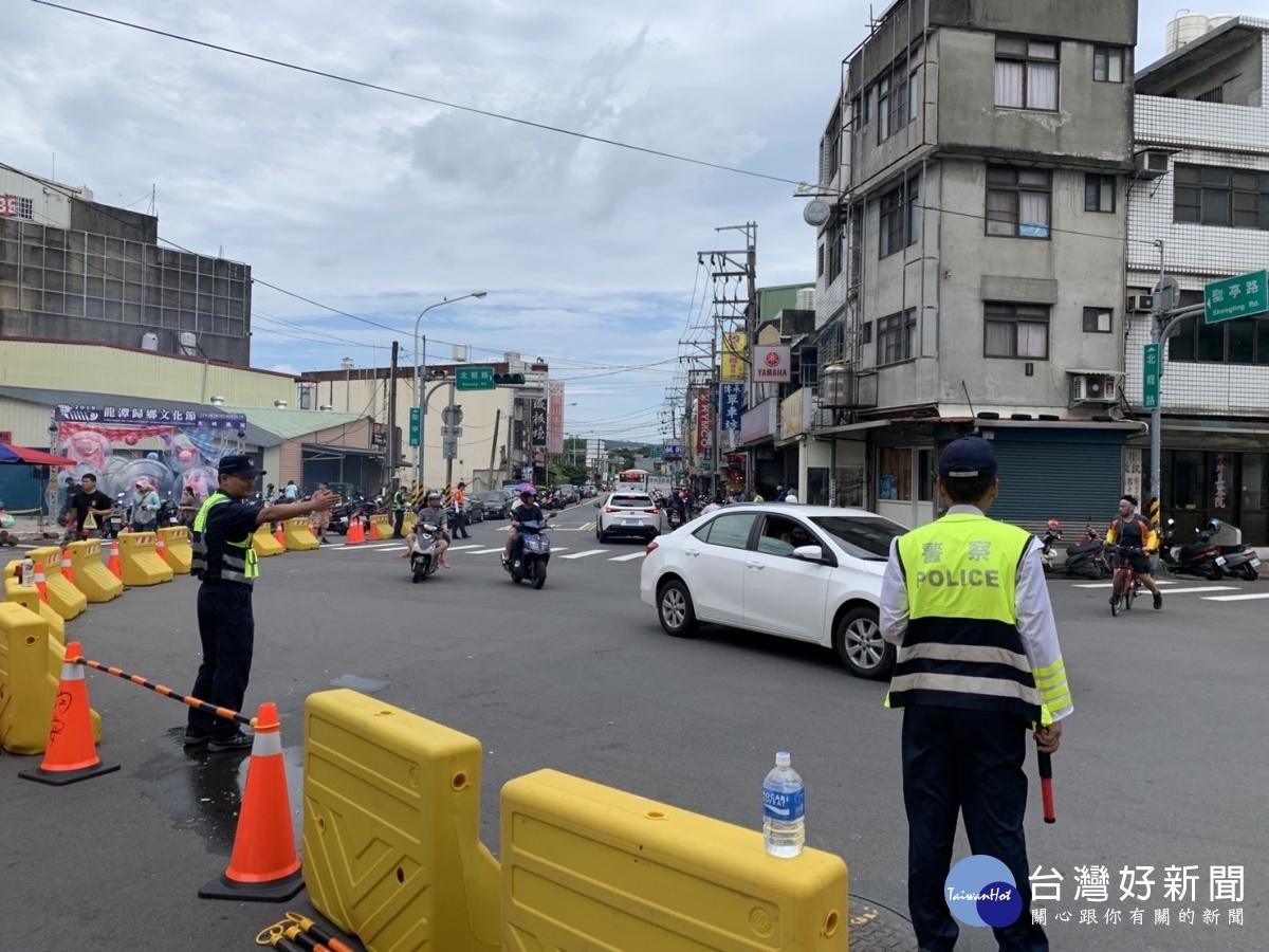 因應中秋連假 龍潭警加強遊樂區周邊交通疏導