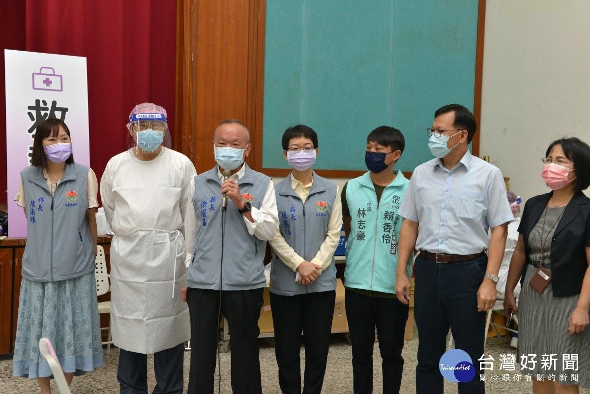 第八輪AZ疫苗開打 徐耀昌視察接種站施打情形