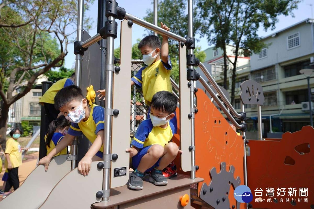 彈跳網好玩好安全 竹市興南公園洋溢歡笑