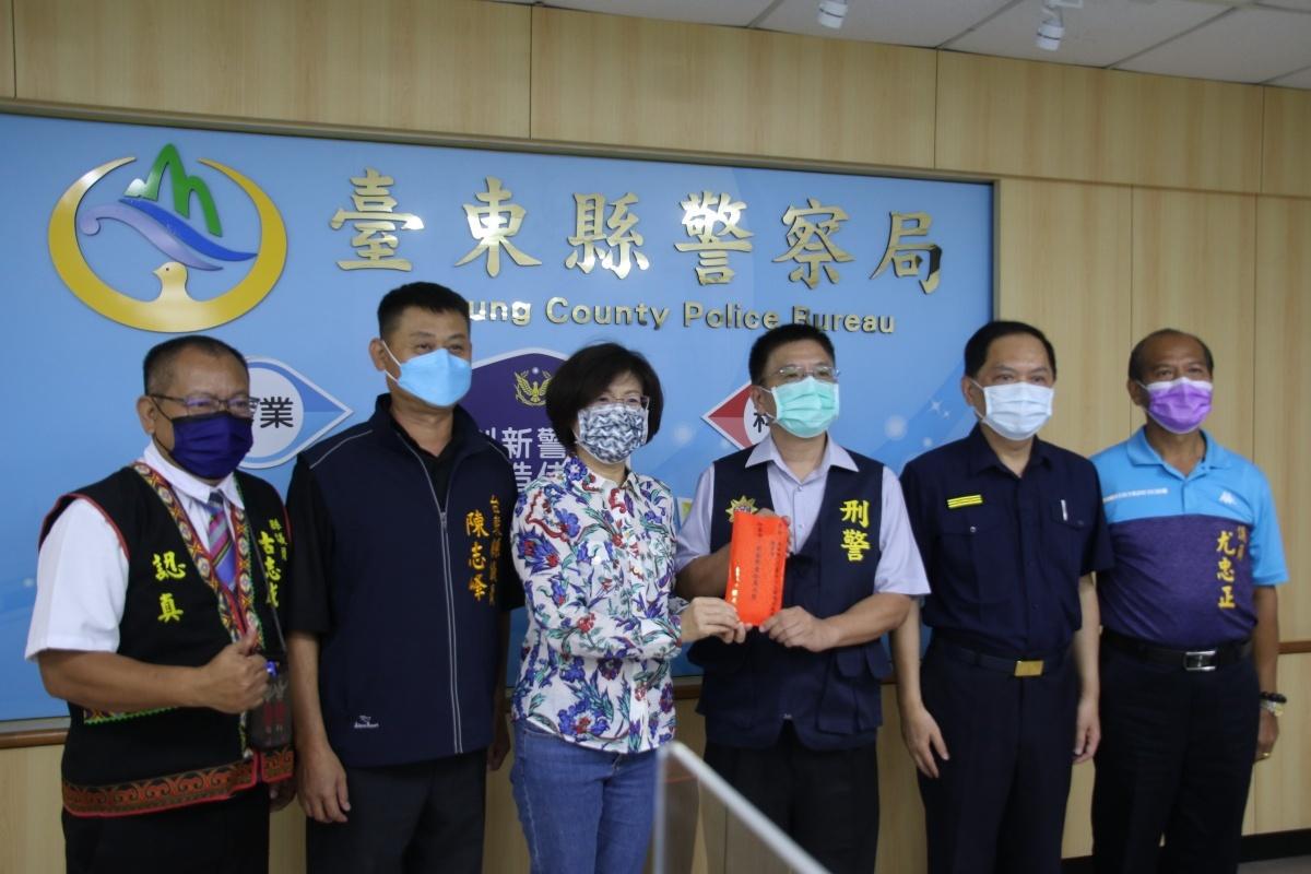 台東警偵破兩岸詐欺機房案 饒慶鈴頒發10萬元加菜金表揚
