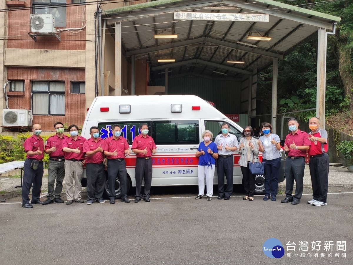熱心女士回饋社會 捐新北消防局高頂救護車